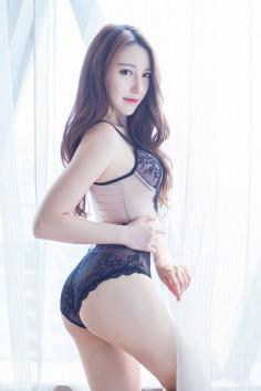 性感女神甜美依旧 长腿美女刘奕宁Lynn内衣写真美乳挡不住