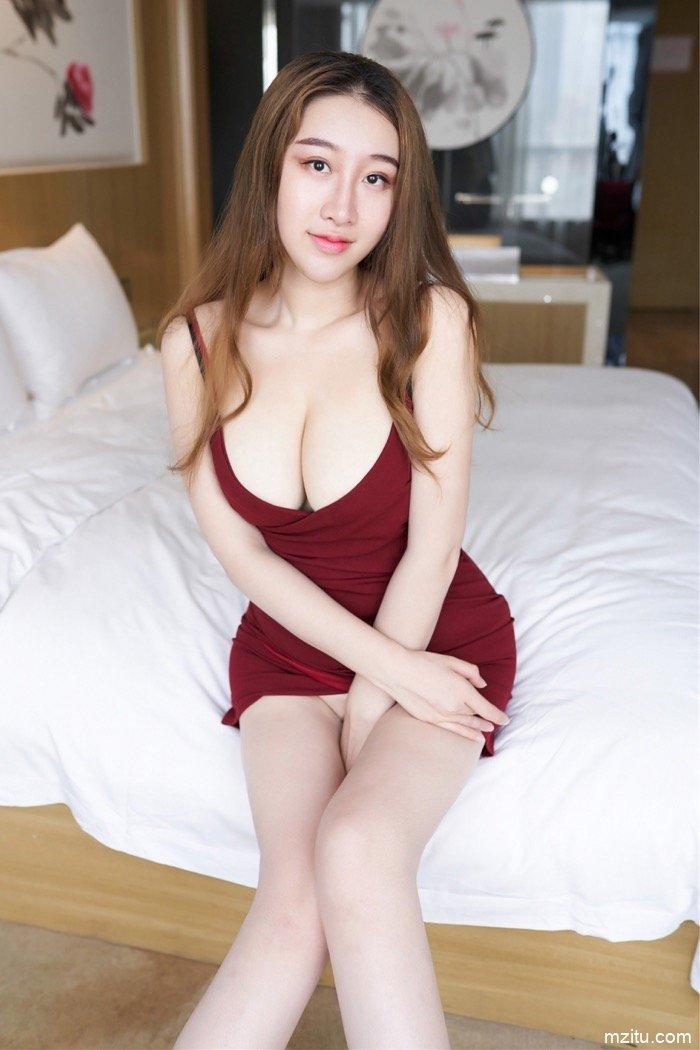 蜜汁熟妇王静瑶大尺度人体艺术写真 美乳翘臀撩人性欲