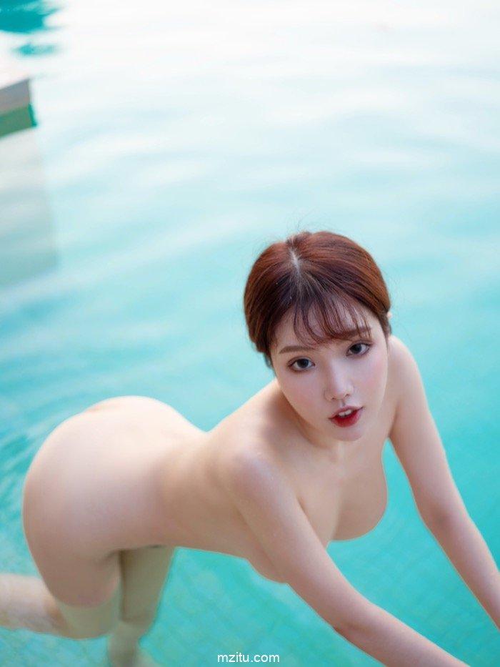 性感美女黄楽然泳池上演湿身诱惑 脱罩抱乳美到窒息